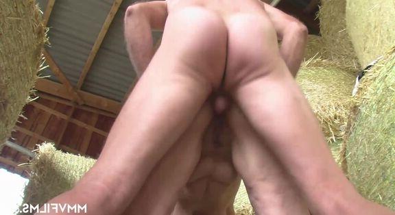 Esmer çıtırı HD pornoda hoplatıyor