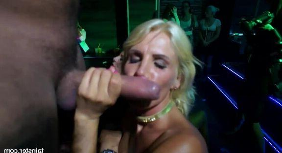 Teen pornosunda grup sex çılgınlığı
