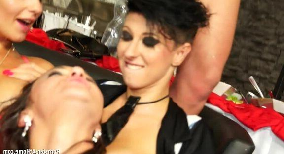 Zenci kadın ile anal porno zevki